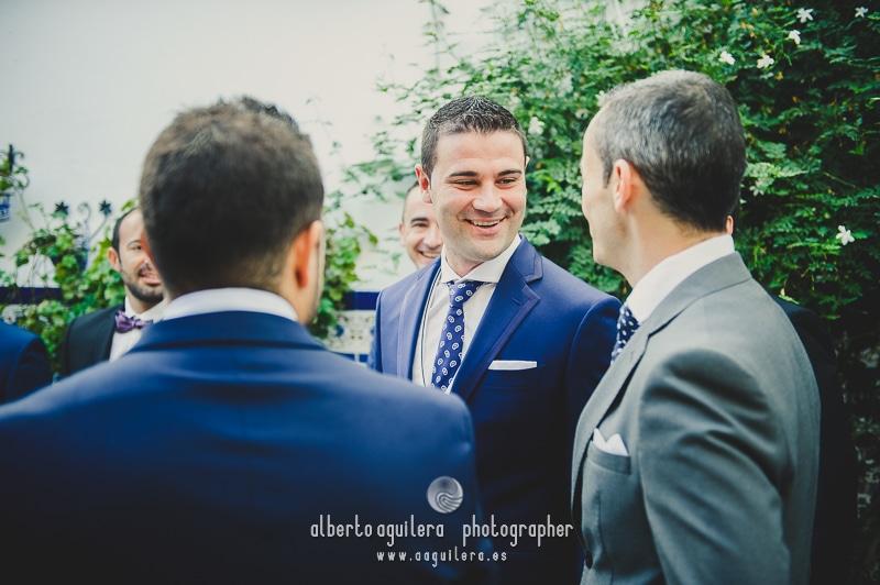 boda puente genil novio y amigos