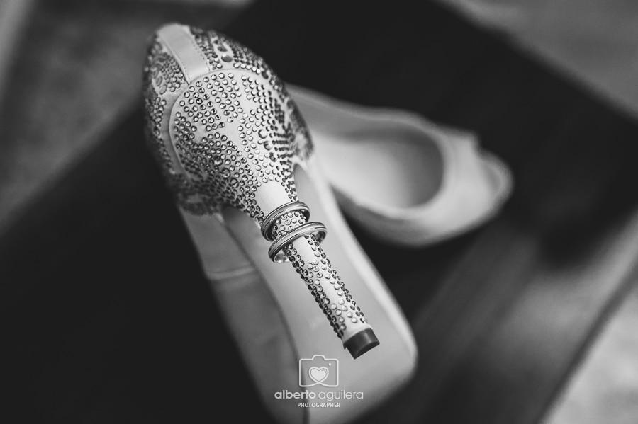 anillos en zapato de tacón