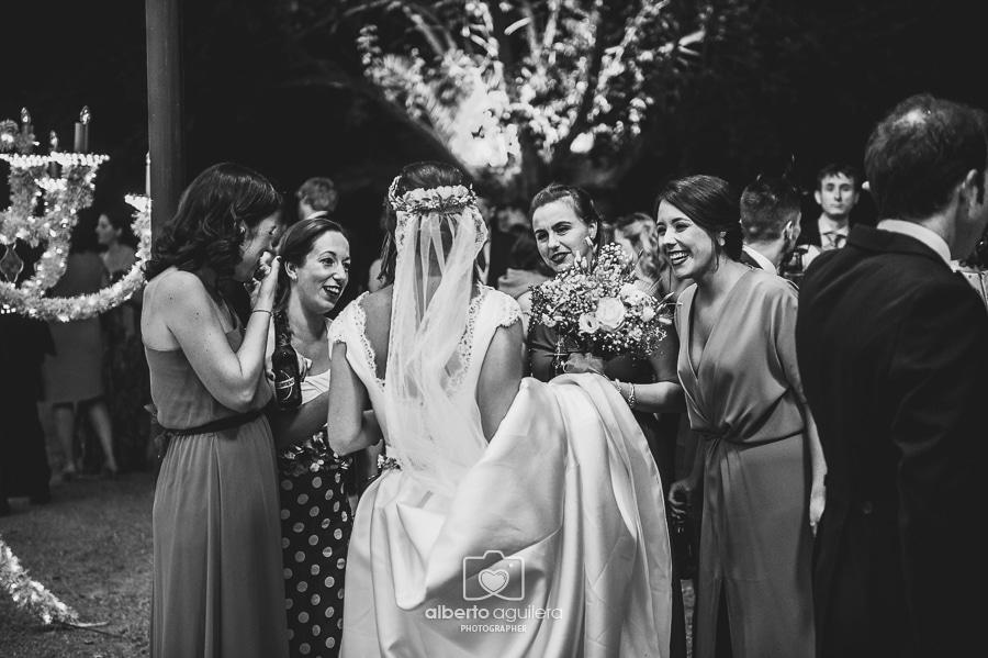 novia con amigas