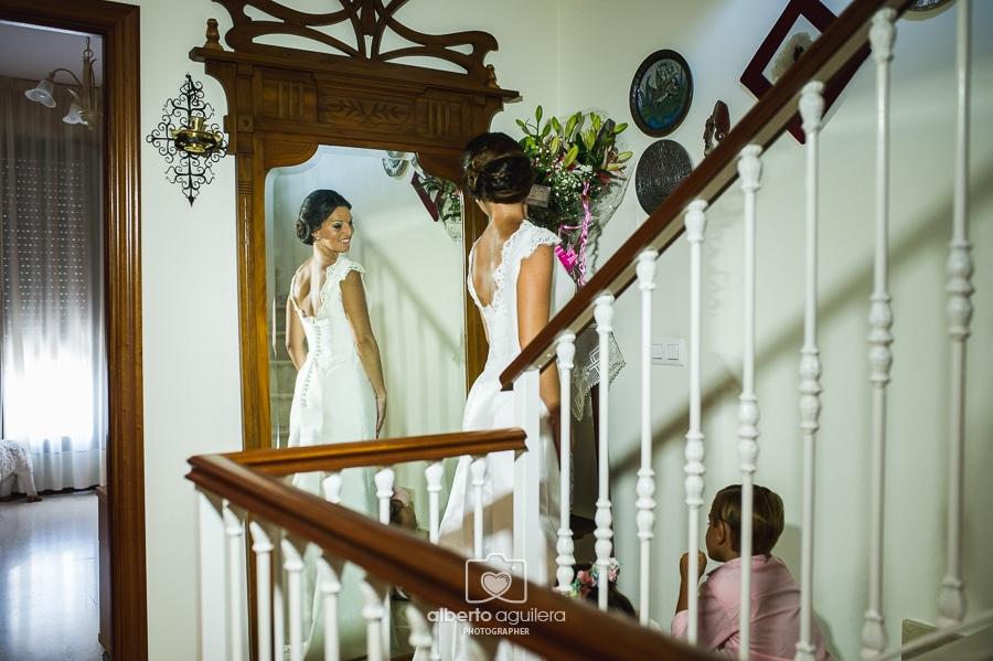 novia delante del espejo