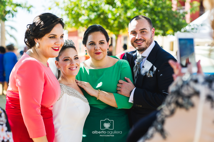 hermanas novio, boda cabra